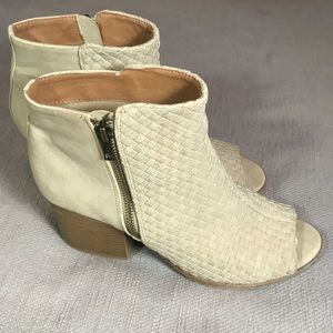Qupid Woven Suede Open-toe Booties Tan Cream Zip